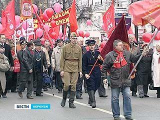 В честь 96 годовщины Великой Октябрьской революции в Воронеже состоялся праздничный митинг