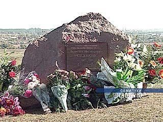 В честь Валентина Сидорова установлен памятный знак