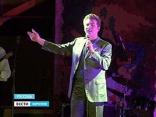 В День города заслуженный артист России Ярослав Евдокимов спел для Россоши