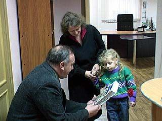 В День инвалидов детям-чернобыльцам вручили подарки