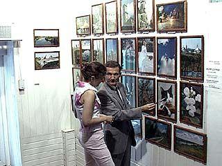 В Доме офицеров начала работу авторская фотовыставка