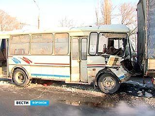 В ДТП на ВОГРЕССовском мосту пострадали пассажиры маршрутки