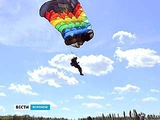 В Гремячьем прошли соревнования парашютистов на точность приземления