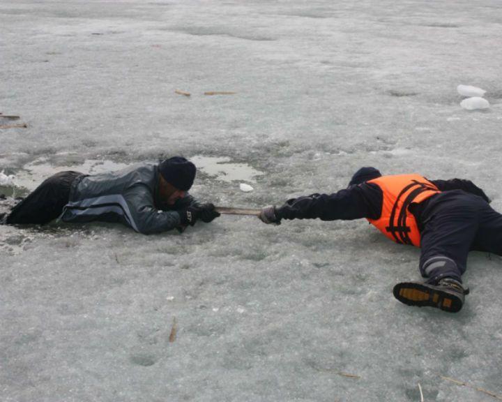 В Грибановском районе пять человек провалились под лёд