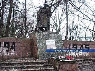 """В Грибановском районе """"раздели"""" памятник"""