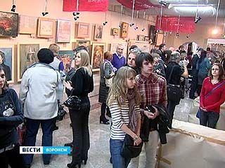 """В художественной галерее """"Нефта"""" свои работы представили 30 художников"""