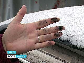В Калаче на улице Верхнезаводская лежит чёрный снег