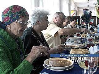 В Калаче оказали помощь пенсионерам и малоимущим