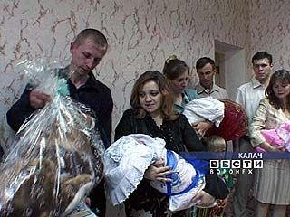 В Калачеевском районе 4 малышам вручили свидетельства о рождении