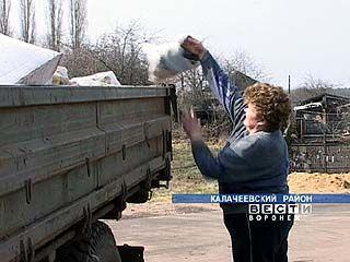 В Калачеевском районе борются с грязными улицами