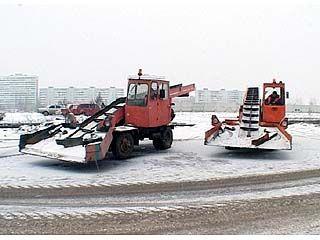 В Коминтерновском районе мэр осматривал снегоуборочную технику
