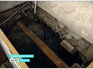 В Латном в одном из ветхих жилых домов провалился пол