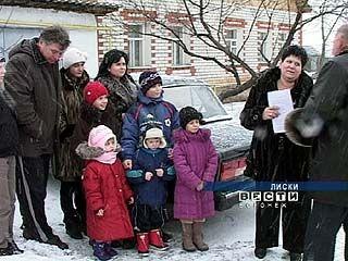 В Лисках многодетная семья получила подарок от местных властей