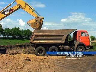 В Лискинском районе тоннами вывозят песок с незаконных карьеров