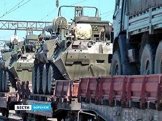 В Масловке снова грузят танки на платформы