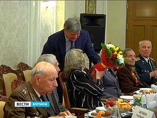 В мэрии Александр Гусев за чаем встретился с ветеранами