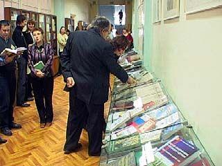 """В Никитинской библиотеке открылась выставка """"Власть и регион"""""""