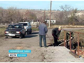 В Новой Криуше жители самостоятельно решили восстановить аварийный мост