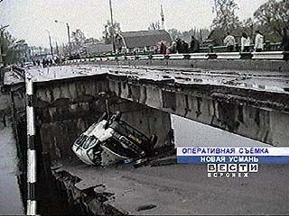 В Новой Усмани обрушился мост, есть пострадавшие