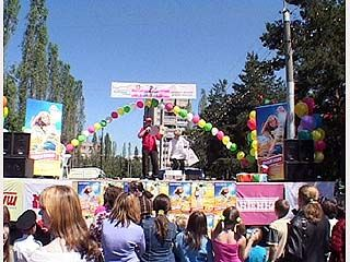"""В парке """"Танаис"""" прошел фестиваль """"Озорное детство - 2004"""""""