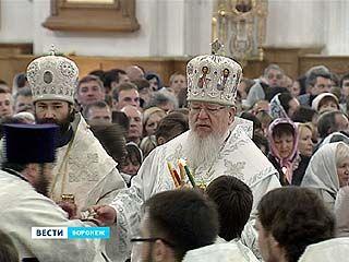 В Пасхальную ночь торжественные службы прошли во всех храмах епархии