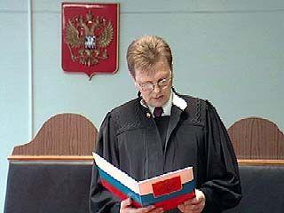 В Павловске обвиняемый бросил в прокурора осколок стекла