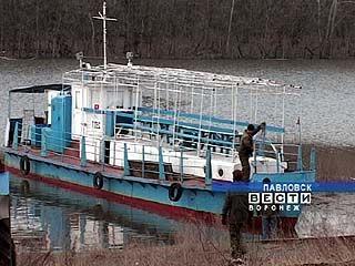 В Павловске торжественно спустили на воду теплоход