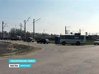 В Подгоренском образовались огромные пробки из-за ремонта железнодорожных переездов