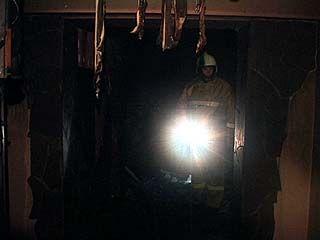 В подвале пятиэтажного жилого дома на улице Варейкиса загорелась сауна