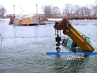 В поселке Гремячье затонул понтонный мост