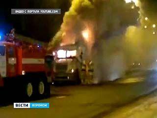 В районе Бульвара Победы загорелся тягач с полуприцепом
