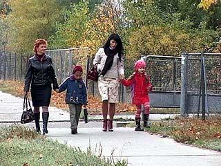 В районе улицы Ломоносова нет ни школы, ни детского сада