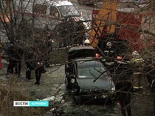 В результате ДТП на улице Новосибирской автомобиль вылетел с моста