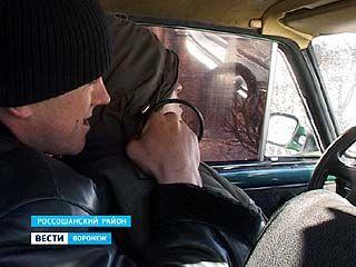 В Россошанском районе пассажиры чуть не убили таксиста