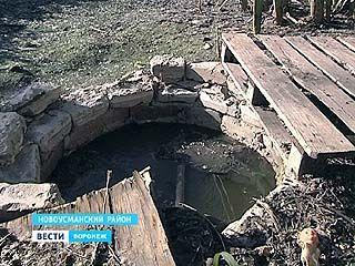В селе Бабяково канализационные ямы просто прикрыты досками
