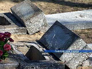В селе Большая Казинка вандалы разгромили 42 могилы на местном кладбище