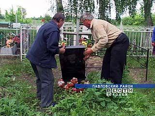В селе Петровка Павловского района вандалы разгромили кладбище