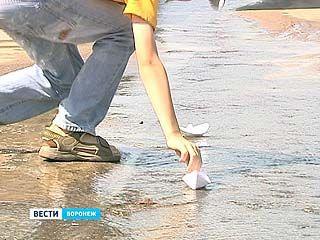 В Шилово 2 месяца прямо из асфальта льется вода