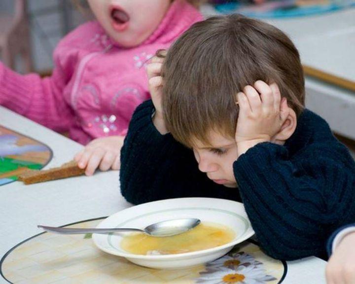 В школах и садах Калачеевского района детей кормили просроченными продуктами