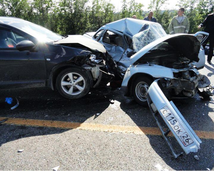В смертельном ДТП под Воронежем столкнулись четыре автомобиля