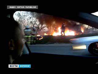 В Советском районе рядом с жилым домом загорелся автомобиль ГАЗ 2705