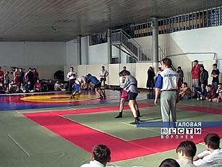 В Таловой собрались сильнейшие самбисты области