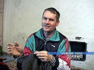 В Таловском районе плиточник - облицовщик вяжет платки