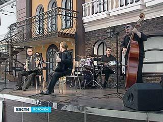 """В """"Центре Галереи Чижова"""" опять звучала живая музыка"""
