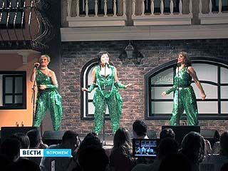 """В """"Центре Галереи Чижова"""" прошёл концерт группы """"ARABESQUE"""""""