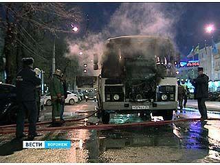 В центре Воронежа загорелся маршрутный ПАЗик