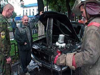 В центре Воронежа загорелся припаркованный автомобиль