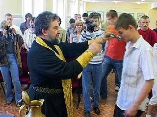 В Управлении ГИБДД отец Петр отслужил молебен