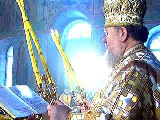 В Успенском храме состоялась литургия в честь трех великих Святителей