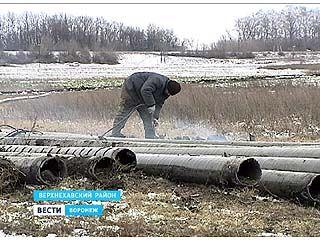 В Верхнехавском районе раскопали нефтепровод и увозят по частям в неизвестном направлении
